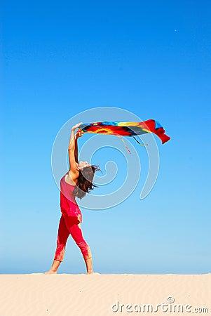 Kobieta tańcząca plażowa