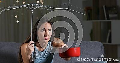 Kobiety cierpienia domu woda przepuszcza należnego złego ubezpieczenie zbiory