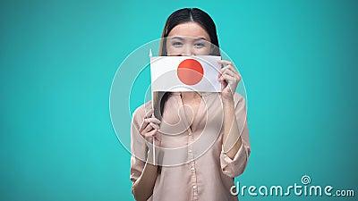 Kobiety nakrycia twarz z Japonia flagą, uczenie językiem, edukacją i podróżą, zdjęcie wideo