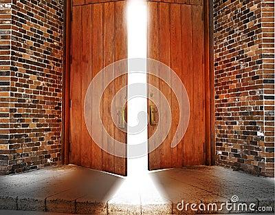 Kościelni drzwi