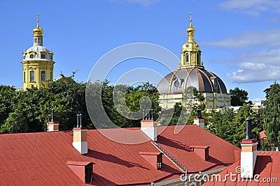 Koepels in Peter en Paul Fortress, heilige-Petersburg