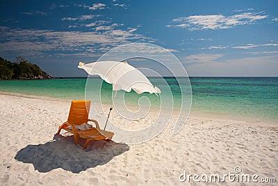 Koh lipe van het zand van ligstoelen witte stock foto 39 s afbeelding 19491073 - Ligstoelen en merisier ...