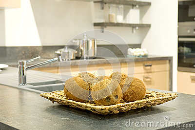 Kokosnoten in een keuken