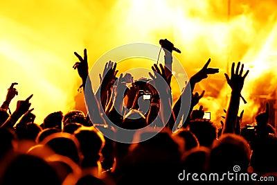 Konsertfolkmassasilhouettes