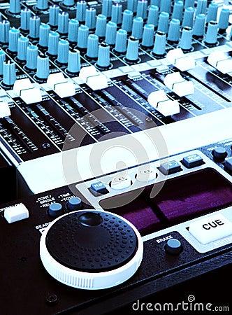 Konsoli dj melanżeru muzyki dźwięka technologia
