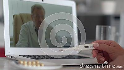 Konsultacje z lekarzem online, technologia internetowa, opieka zdrowotna, zakażenie koronawirusami, chory pacjent Pacjentka w zbiory wideo