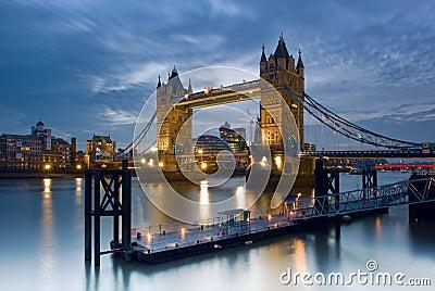 Kontrollturm-Brücke - London, England