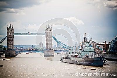 Kontrollturm-Brücke und HMS Belfast