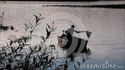 Konturfiskare på Lipno sjön stock video