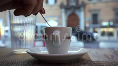 Kop van Italiaanse espresso in Rome stock video