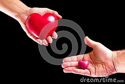 Koppla ihop förälskelse på gömma i handflatan