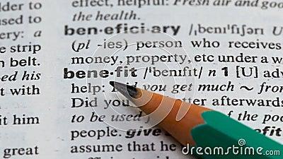 Korzysta słowo definicję na stronie w słownictwie, zainteresowaniu biznesem i dochodzie, zdjęcie wideo