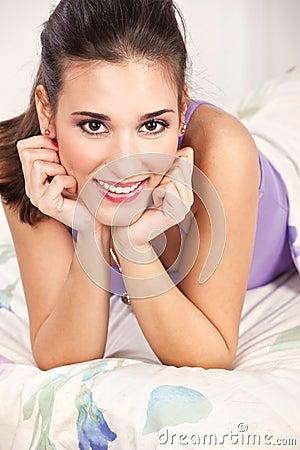 łóżkowej brunetki łgarska kobieta