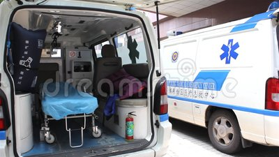Krankenwagen nach innen stock footage