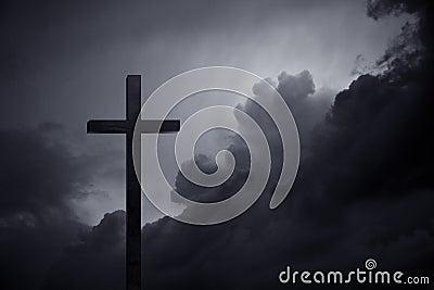 Kreuz in der Dunkelheit