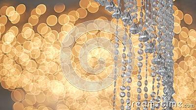 Kristal strass lamp over warm licht achtergrondluxe binnenlands ontwerp stock video