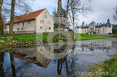 Kronovall s castle with water reflection