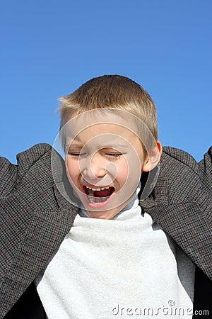 Krzycząca chłopiec