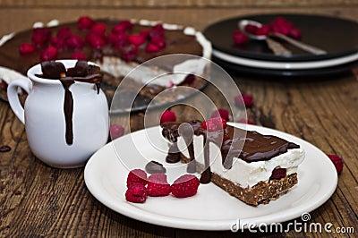 k sekuchen mit schokolade und himbeeren stockfoto bild 42223548. Black Bedroom Furniture Sets. Home Design Ideas