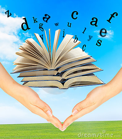 Książka wręcza list magię