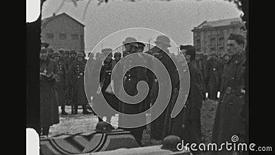 Ksiądz I żołnierze Przy Militarną ceremonią pogrzebową