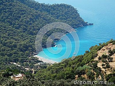 Küstenlinienlandschaft des Mittelmeertruthahns