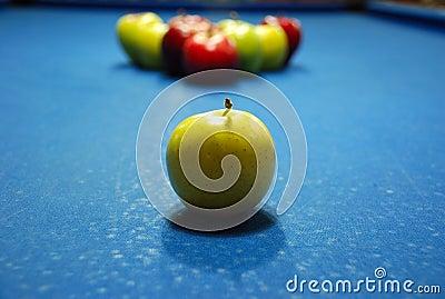 Kształtujący piłki jabłczany billard