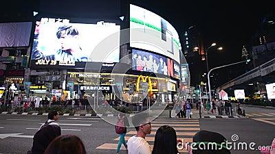 Kuala Lumpur Malaysia - Juli 17, 2018: POV av natttrafik på Jalan Bukit Bintang stock video