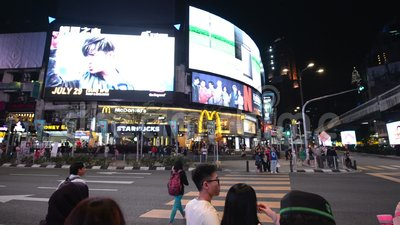 Kuala Lumpur Malezja, Lipiec, - 17, 2018: POV noc ruch drogowy na Jalan Bukit Bintang zbiory wideo