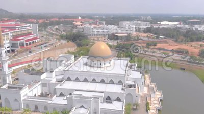 Kuantan, Pahang/Maleisië - Augustus 28 2018: Luchtmeningsmoskee bij IIUM Internationaal Islamitisch Universitair Maleisië