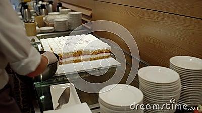 Kuchen mit Traube und anderen Früchten stock video