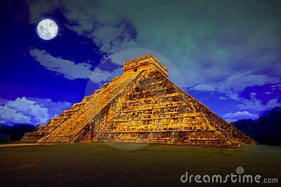 Kukulcan at Chichen Itza at full moon