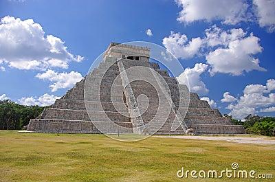Chichen Itza El Castillo Kukulcan pyramid