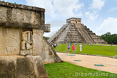 Kukulkan pyramid in Chichen Itza Editorial Photo