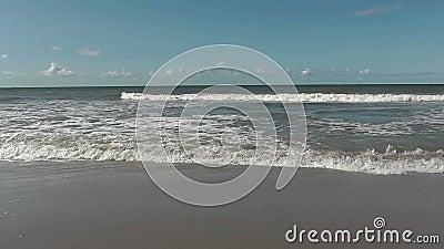 Kust på en europeisk strand lager videofilmer