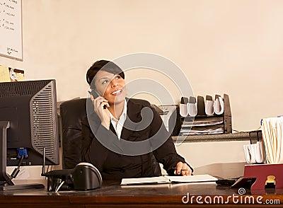 Kvinna för telefon för administratörassistentkontor