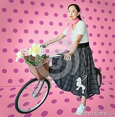 Kvinna i 50-talstilkläder