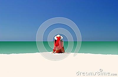 Kvinna i röd hatt och bikini som all alone sitter på tom strand