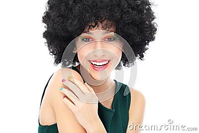 Kvinna med den svart afro frisyren