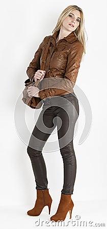 Kvinna med en handväska