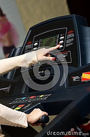 Kvinna på treadmillen