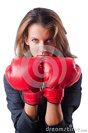 Kvinnaaffärskvinna med boxninghandskar på vit