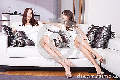 Kvinnor i vardagsrum