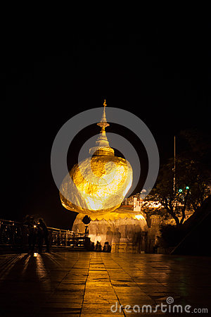 Kyaikhtiyo gold pagoda Stock Photo