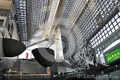 KYOTO, JAPÃO - 27 DE OUTUBRO: A estação de Kyoto é trai o maior de Japão o ò Imagem Editorial