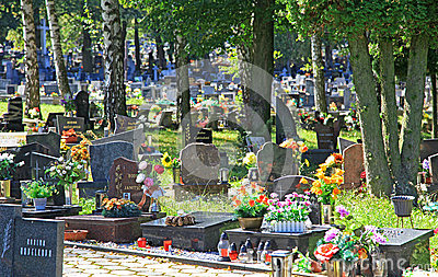 Kyrkogård i staden Ruzomberok, Slovakien Redaktionell Fotografering för Bildbyråer