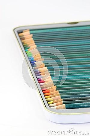 Lápices del colorante en estaño