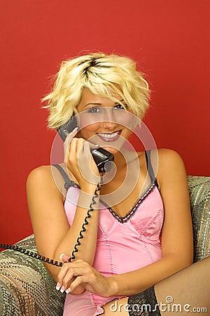 Lächelnder Aufruf für jemand speziell