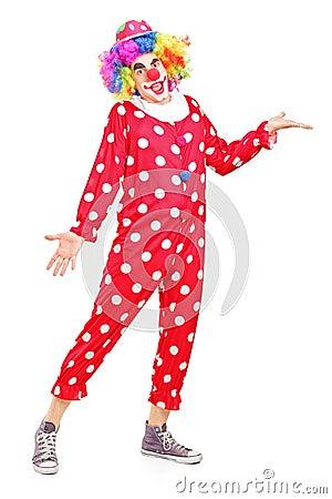 Lächelndes glückliches Clowngestikulieren