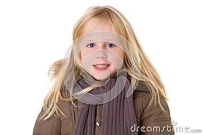 Lächelndes kleines Mädchen mit toothy Lächeln